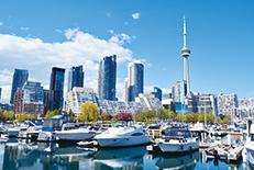 カナダ最大の都市で経済と文化の中心。エンタメや食文化の多様さは「リトルニューヨーク」とも呼ばれるほど。