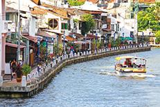 ヨーロッパの影響を受けた街並みと、地元マレーとの融合でつくりあげられた特有の景観を持つ街。