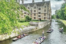 世界屈指の名門「ケンブリッジ大学」の所在地として知られる都市。イギリスらしい歴史を感じさせる街並み。